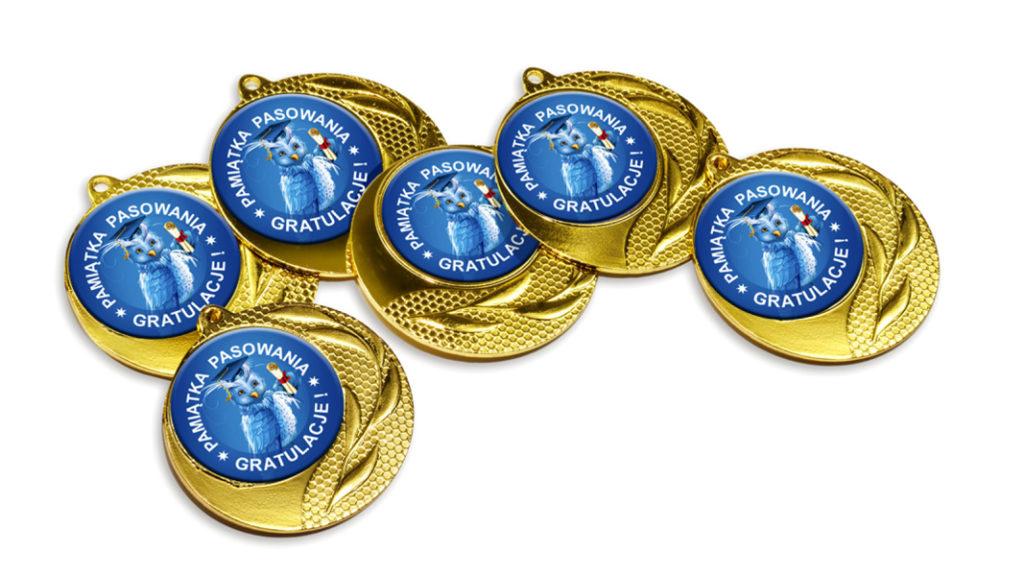 Medale pasowania na ucznia z sową profesorką
